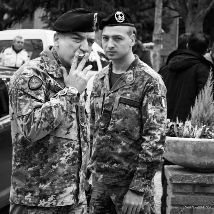 two-soldiers-smoking