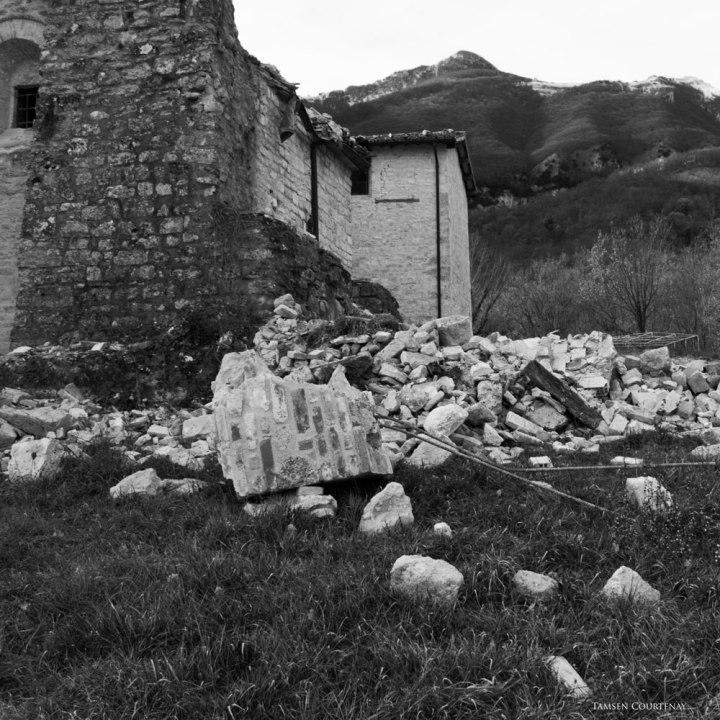 piobbico-abbey-damage-02