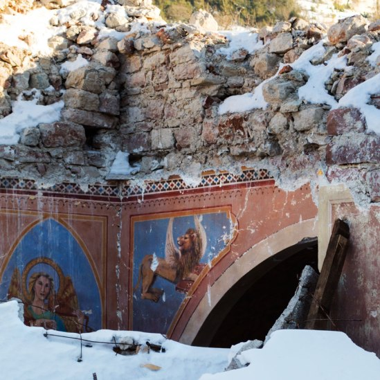 visso-inside-collapsed-church-4